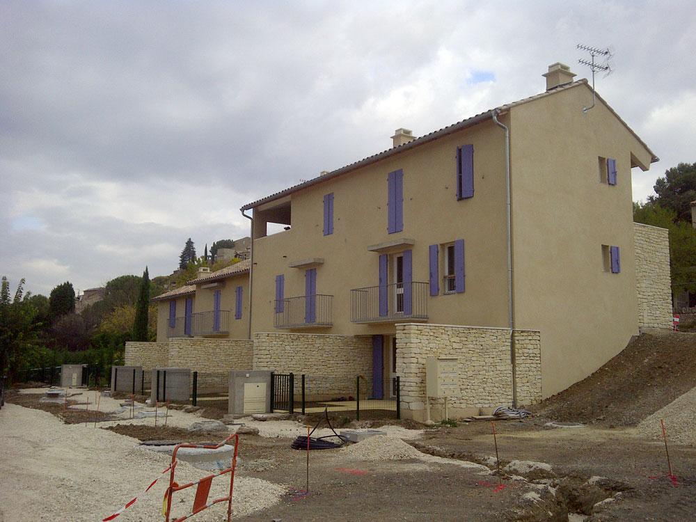 Construction de 5 logements sociaux pour la commune de Joucas par Luberon Batiment.
