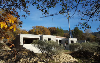 Construction d'une villa par Luberon Batiment, entreprise spécialisée en construction de villas.