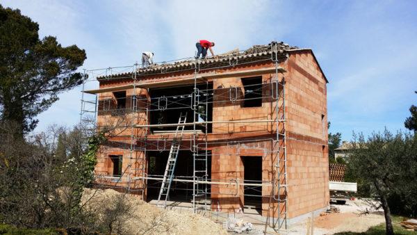 Construction d'une maison en brique bio climatique à Saint Rémy de provence par Luberon Batiment, spécialisé en construction de maisons bio climatiques.