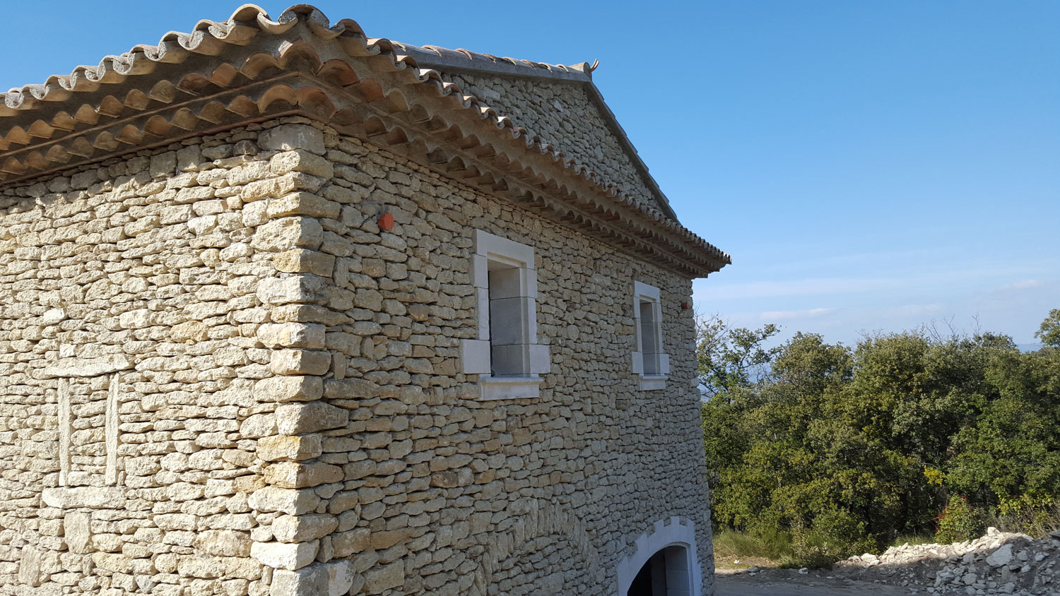 luberon-batiment-construction-villa-bonnieux