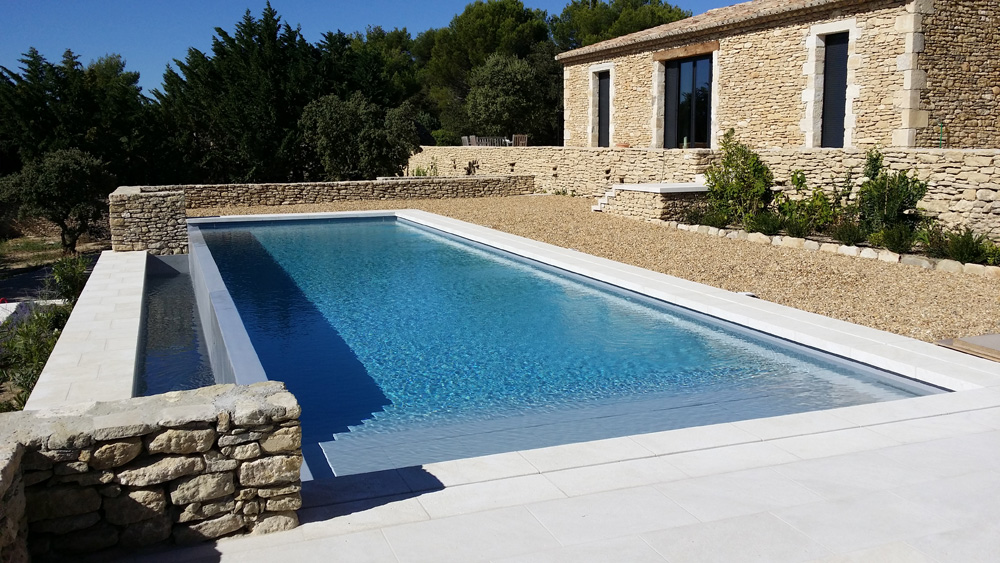 Cr ation d 39 une piscine d bordement en b ton arm avec for Construction piscine debordement