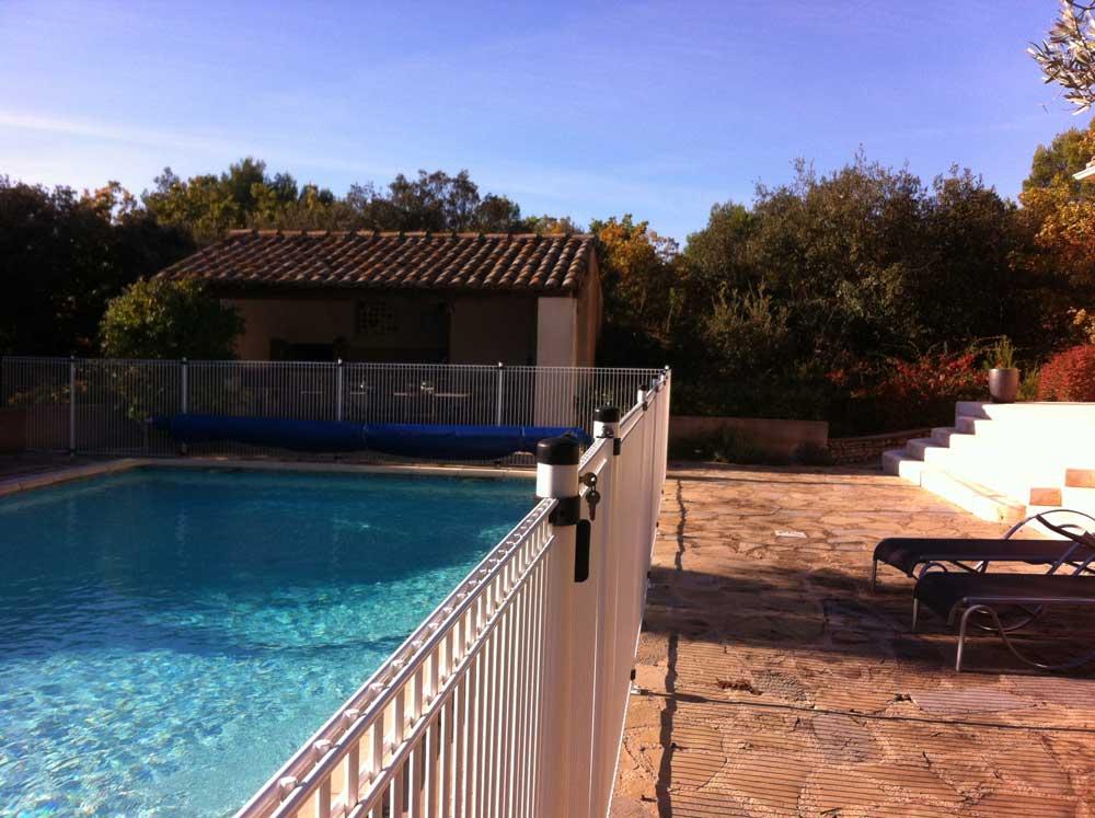 Rénovation d'une piscine par Luberon Batiment, entreprise spécialisée en rénovation.