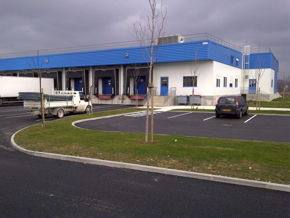 Construction d'une plateforme logistique à Toulouse par Luberon Batiment, entreprise spécialisée en construction de bâtiments d'activités.